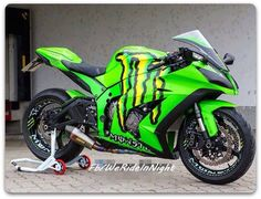 Moto Monster Energy