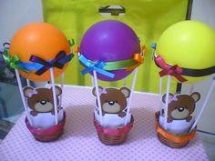 Convites do níver de Liz - Balão com confetes e uma ursinha fofa dando o recado.