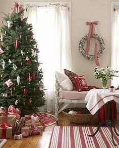 Scandinavische Kerst met rood, wit en groen.
