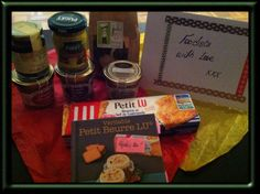 Box #5 France==>Canada  - 1 paquet de biscuits LU ( Biscuits )  - 3 patés differents [ canard au gingembre, caille aux raisins, viande fraiche] (duck with ginger, quail with grapes, fresh meat)  - confit de basilic ( basil marmelade)  - confit d'antipasti ( antipasti marmelade)  - 1 sachet de chocolats [noir, blanc et au lait] (dark, milk and white chocolate pack)  Bonus : livre de recettes LU/ book of recipes LU