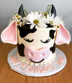 Cow Birthday Cake, Cow Birthday Parties, 2nd Birthday, Cupcakes, Cupcake Cakes, Farm Cake, Animal Cakes, Dessert Decoration, Pretty Cakes