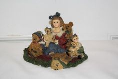 """Boyd's 'Kelly and Co....the bear collector' figurine measures approx: 3 1/4"""" x 5"""" x 4"""" from 1999 style #3542 February #5988 limited edition. $10"""