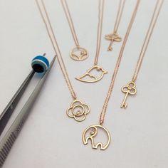 Çıtı pıtı kolyeler... www.mireillecollection.com www.instagram.com/mireillecollection Tasarım @cemilgezer #mireillecollection #pırlanta #altın #fil #kolye #kuş #fatima #anahtar #tasarım #hediye #şık #şans #kalp #moda #trend #trendy #love #mücevher #luxury #bird #gold #rosegold #chic #elephant #pendant #jewelry #style #key #heart #nişantaşı