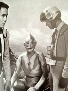 ultraman  1966 #Japan 初代ウルトラマンの最初の顔って、吊り目でちょっとまだヒーローになりきれてない顔だね。そのあとデザインが洗練されて、端正なマスクになったけど。でも最初のインパクトはすごかった。これはデザインの発明だね。