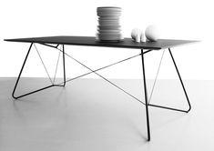 On a String: Filigraner Tisch von OK Design
