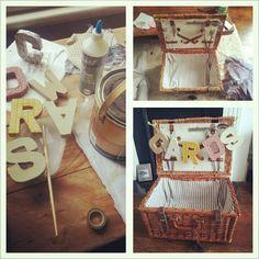 DIY picnic basket for wedding cards