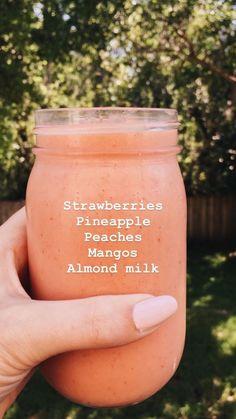 いちご、パイナップル、桃、マンゴー、アーモンドミルクスムージー - What you need to know for a healthy life Smoothies Vegan, Smoothies With Almond Milk, Fruit Smoothie Recipes, Yummy Smoothies, Smoothie Drinks, Smoothie Cleanse, Breakfast Smoothies, Healthy Smoothies Easy, Smoothies Sains