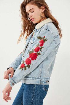 Slide View: 1: Levi's Embroidered Rose Sherpa Ex-Boyfriend Denim Jacket UO