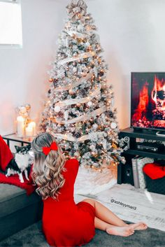 christmas, decor, home, inspo, winter, tumblr, red dress, red bow, hair accessories, hair extensions, foxy locks, holiday, holiday fashion