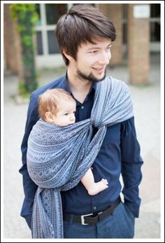 Hip Carry woven wrap tutorial Robins Hip Carry, tie under bum, size 3 or might still leg straighten?Robins Hip Carry, tie under bum, size 3 or might still leg straighten? Dad Baby, Baby Boy, Woven Wrap Carries, Baby Wearing Wrap, Baby Carrying Wrap, Baby Robin, Baby Wrap Carrier, Baby Sling, Baby Time