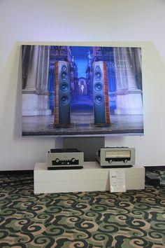 Audio Research. 150 W à lampes, ampli et préampli séparés.