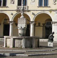 Fontana di San Gioatà piazza Duomo Belluno Dolomiti Veneto Italia