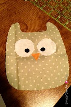 Do u think we could do the owls! Rice Bag Heating Pad, Sewing Projects For Kids, Art Projects, Holiday Classrooms, Heat Bag, Sewing Tutorials, Sewing Ideas, Rice Bags, Bazaar Ideas