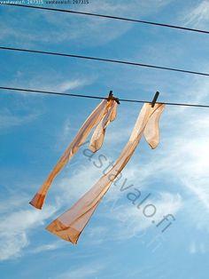 Saumasukat - saumasukat nylonit nylon sukat pyykkinaru naisten sukat asuste sukka taivas sininen pilvet pyykki ohuet kevyet kevyt kepeä pyykkipinna naru   hx1.6