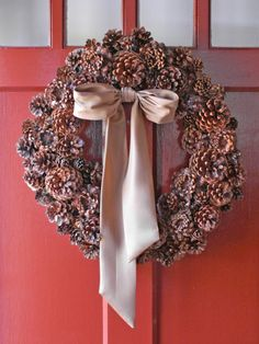 Beautiful, simple pinecone wreath