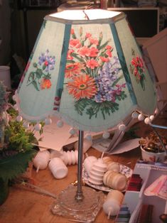 """""""Lampshades as a design element; Lakes Lampshade's Lampshade Lady takes lampshade making to an art. Vintage Linen, Vintage Lamps, Diy Furniture Projects, Fun Projects, Make A Lampshade, Drum Shade, Lamp Shades, Needlepoint, Design Elements"""