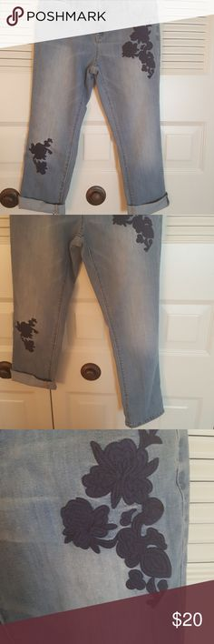 New this season SIMPLYVERA  Vera Wang crops Embellished with Navy roses, soft denim, . Rolled or  Unrolled  length is 25 inches. So perfect with the ColdwaterCreek navy boucle crop......I am adding it Free. Worn once, freshly washed....like new Simply Vera Vera Wang Jeans Ankle & Cropped