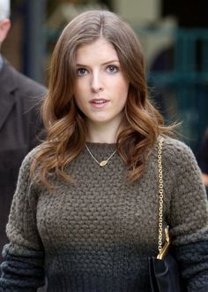 Anna Kendrick Photos - Anna Kendrick outside the London Studios . - Anna Kendrick in London Beautiful Celebrities, Most Beautiful Women, Anna Kendrick Pictures, Anne Kendrick, Hollywood, Female Actresses, Pitch Perfect, Teresa Palmer, Girl Body