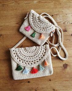 2 tipos de hilos para hacer bolsos y carteras a crochet - 2 types of threads to crochet purses and bags - Crochet Clutch, Crochet Fabric, Crochet Flower Patterns, Crochet Handbags, Crochet Purses, Crochet Stitches, Free Crochet, Knit Crochet, Crochet Earrings