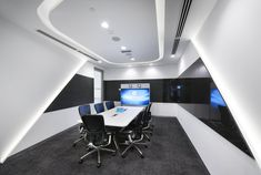 Steven Leach Group has designed the new offices of tech corporation GE, located in Kuala Lumpur, Malaysia. From an initial brief of designing and Metting Room, Visual Merchandising, Auditorium Design, Small Office Design, Futuristic Interior, Cove Lighting, Office Lobby, Office Meeting, Design Furniture