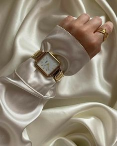 Cream Aesthetic, Gold Aesthetic, Cute Jewelry, Jewelry Accessories, Fashion Accessories, Plakat Design, Jewelry Photography, Gold Fashion, Diamond Are A Girls Best Friend