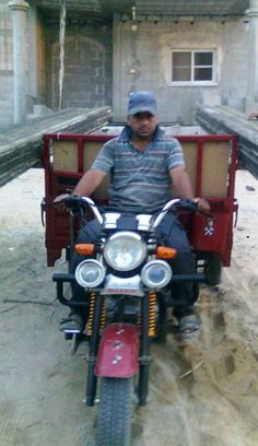 Issa from Palestine, rickshaw driver Connect Online, Palestine, Issa, Life