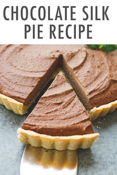 If healthy dessert options leave you scratching your head, whip up this creamy chocolate cacao pie. The no-bake filling firms up in the refrigerator for a hassle-free treat that is equally delicious in the summer and winter months! Healthy Dessert Options, Healthy Holiday Recipes, Healthy Desserts, Real Food Recipes, Snack Recipes, Dessert Recipes, Real Foods, Healthy Meals, Healthy Eating