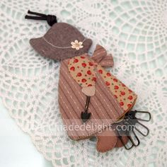 Sunbonnet Sue Key Holder   Materials:   Japanese dyed-yarn cotton   Fully padded   Waxed Cotton pullstring 12cm   Rotary Key ring   T...