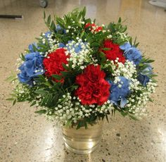 Stor, frodig bukett, inspirert av fargene i flagget til Amerika, og Storbritannia. 3/8