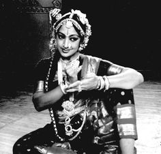Padma Subrahmanyam Dance Photography, Photography Women, Hindu Quotes, Courageous People, Fred And Ginger, Indian Classical Dance, India Map, Vintage India, Vintage Bollywood
