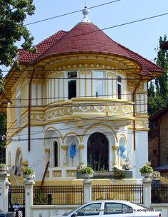 Casa in stil neo-românesc, București Indoor Garden, Indoor Outdoor, Unusual Homes, Bucharest, Woman Painting, Europe, Home And Away, Historic Homes, Garden Paths