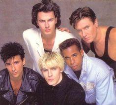 I Duran Duran sono un gruppo musicale britannico, formatosi a Birmingham nel 1978; considerato parte del movimento New Romantic (come Japan, Visage, e gli Spandau Ballet) e uno dei gruppi-bandiera degli anni ottanta. Ad oggi hanno scritto 185 canzoni.