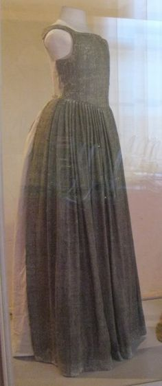 Extant dress, in which only the front bodice and skirt is preserved, from mid or late 1500s (Palazzo Reale, Pisa).