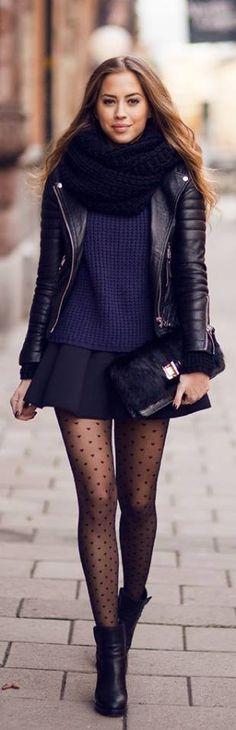 De donker blauwe kleur en het zwarte is in de mode ook zijn de leren jackjes in de mode.