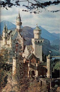 Neuschwanstein Schloss in Bayern.  Ludwig II from Bavaria's castle.  Bavarian Alps (Germany/Deutschland)