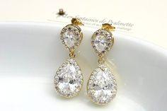 Boucles d'oreilles en zircons et strass. Boucles d'oreilles pendantes. Bridal cz teardop earrings.