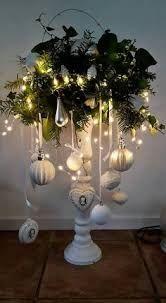 christmas lights Diy Home Dekorieren Quiz Silver Christmas, Noel Christmas, Rustic Christmas, Christmas Projects, Simple Christmas, Christmas Wreaths, Christmas Ideas, Vintage Christmas, Christmas Mantels