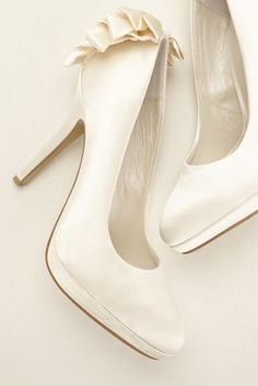 e1f271be407 Bringing luxury, style, and elegance all in one, these bridal pumps  features a