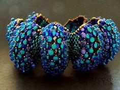 Peyote using different sized beads: Dec 2013 Etsy Beadweaver challenge. https://www.etsy.com/transa  by TattooedRaven