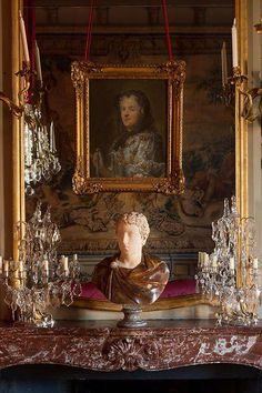 French marble mantle with bust and crystal girandoles Traditional Interior, Classic Interior, English Interior, Modern Interior, Chateau Hotel, Trumeau, Champs, French Architecture, French Chateau