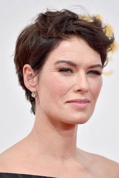 Cute messy short hair. And look at those lovely laugh lines! So pretty. Lena Headey hair - fashionforward40.com