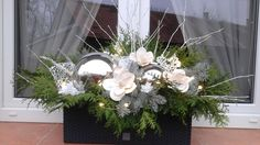 Moje letošní truhlíky.. After Christmas, Xmas, Front Door Planters, Holiday Market, Christmas Decorations, Table Decorations, Self Watering, Wreaths, Flowers