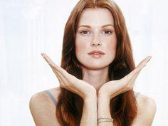 Viele eifern einem jungen Gesicht ewig nach. Natürliche Methoden stehen hinten an, denn Botox ist für die meisten Menschen leider die schnellste und beste Entscheidung. Mit Gesichtsyoga geht es ganz einfach, dafür muss man nur wissen, was zu tun ist. Unsere Übungen zeigen Euch, wie auch Ihr das schafft. Finger Yoga, Hormon Yoga, Workout Bauch, Workout Videos, Feel Good, Anti Aging, Health Fitness, About Me Blog, Hair Beauty
