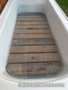We have a worm farm at home and have fun checking on and feeding them. How to make a Bathtub Worm Farm in Eight Easy Steps. Chicken Mesh Laid Over Wooden Grate. Worm Farm Diy, Home Design, Worm Beds, Pvc Greenhouse, Greenhouse Ideas, Portable Greenhouse, Old Bathtub, Garden Bathtub, Red Worms