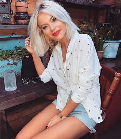 WEBSTA @ laurajadestone - I'm all about a good white shirt 👌🏼Especially one that has cherries on it 😋🍒 Wearing Brown Blonde Hair, Short Blonde, Best White Shirt, Laura Jade Stone, Corte Y Color, Shoulder Length Hair, Cold Shoulder, Shoulder Bag, Grunge Hair