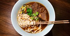 Discover the best cheap eats NYC has to offer, including pizza, Chinese food, Puerto Rican dishes and much more. Fun Restaurants In Nyc, Manhattan Restaurants, Cheap Eats Nyc, Ho Foods, Peach Mango Pie, Indian Takeout, Chicken Spot, Sushi Counter, Tapas Restaurant