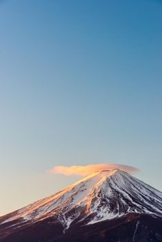 Fuji, Japan, by peicong liu Monte Fuji, Beautiful World, Beautiful Places, Mount Fuji Japan, Monte Everest, Fuji Mountain, Amazing Nature, Beautiful Landscapes, The Great Outdoors