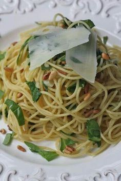 Spaghetti with spinach & evoo.
