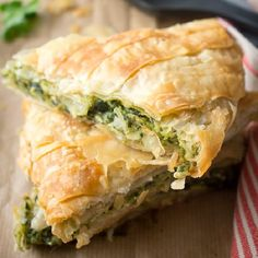 """""""Spanakopita"""", the quintessential Greek pie! Spinach, leeks, herbs and feta cheese, wrapped in crunchy filo pastry. (scroll down for English) Greek Spinach Pie with Feta."""