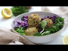 I used to think baking falafels was time consuming. Turns out I was wrong. These falafels are simple to make. The base consists of canned chickpeas and oats. I've then added some herbs and spices to flavour. Baked Falafel, Falafel Recipe, Vegan Risotto, Vegan Meatloaf, Whole Wheat Tortillas, Falafels, Homemade Hummus, Vegan Burgers, Mascarpone